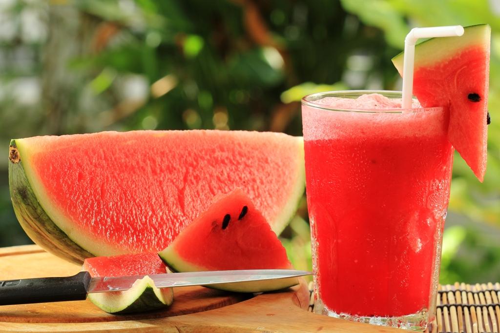 فوایدی از آب هندوانه که لزوم نوشیدن آن را گوشزد می کند