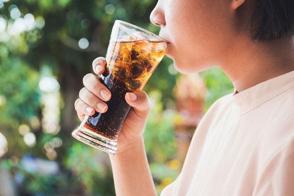 11 دلیل مهم و علمی برای اینکه نوشابه نخورید!
