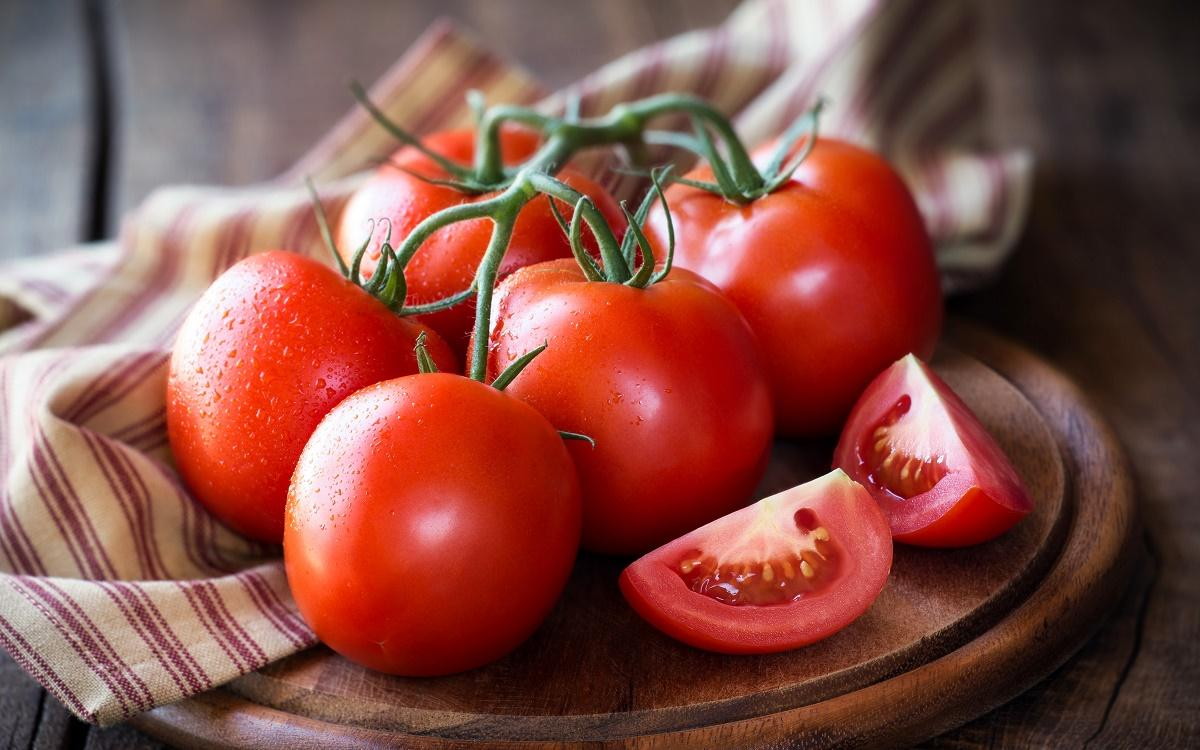 این افراد گوجه فرنگی خورند!