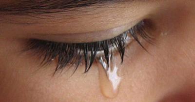 بیماری مرگباری که با اشک خونین خود را نشان می دهد