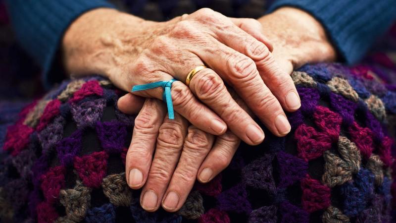 حواستان به تغذیه افراد مبتلا به آلزایمر باشد
