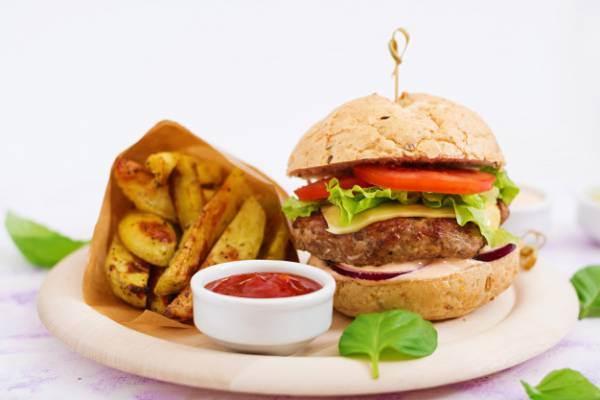 اختصاصی| غذاهایی که در تابستان نباید بخورید/ تضمین سلامتی در فصل تابستان با طب سنتی