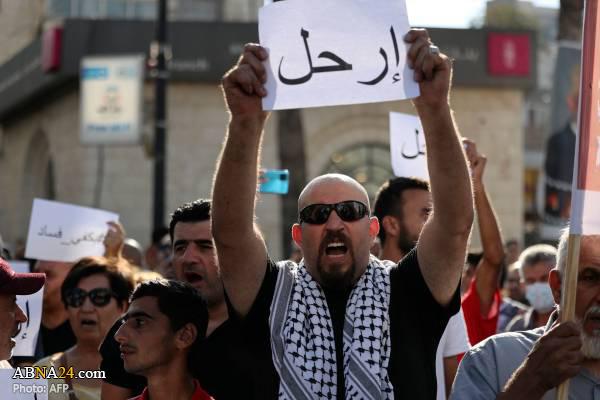 تظاهرات فلسطینیان علیه محمود عباس در رام الله + عکس