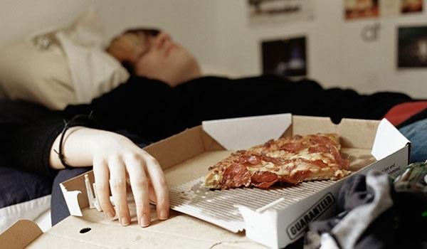 آیا غذا خوردن قبل از خواب برای بدن مضراست یانه؟