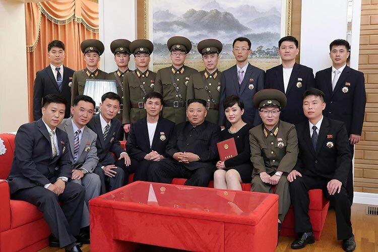 رهبر کره شمالی با چهرهای تازه و بدون ماسک+ عکس