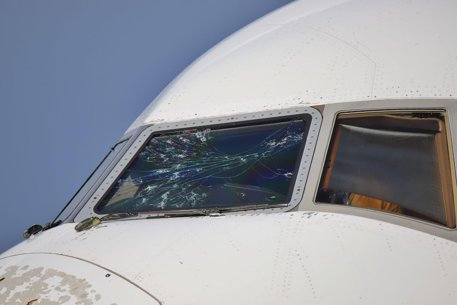 وضعیت هواپیمای بوئینگ اماراتی پس از خروج از تگرگ! + عکس