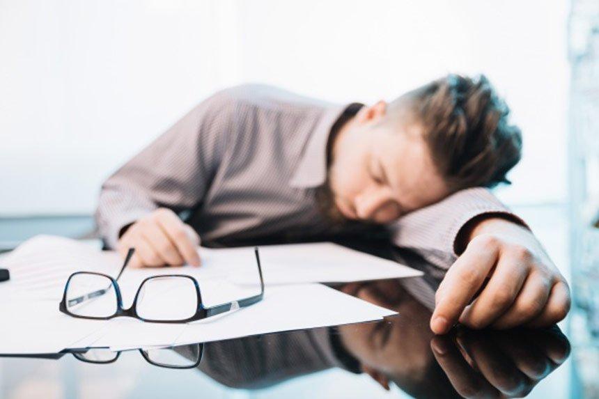 احساس خستگی زیاد می تواند علائم این بیماری ها باشد