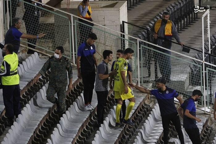 درگیری عجیب روی سکوهای ورزشگاه آزادی + عکس