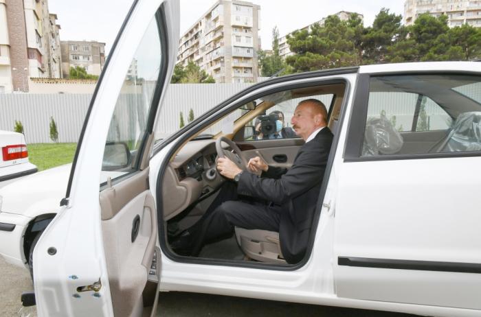 علیاف پشت فرمان خودروی تولید مشترک ایران و جمهوری آذربایجان + عکس