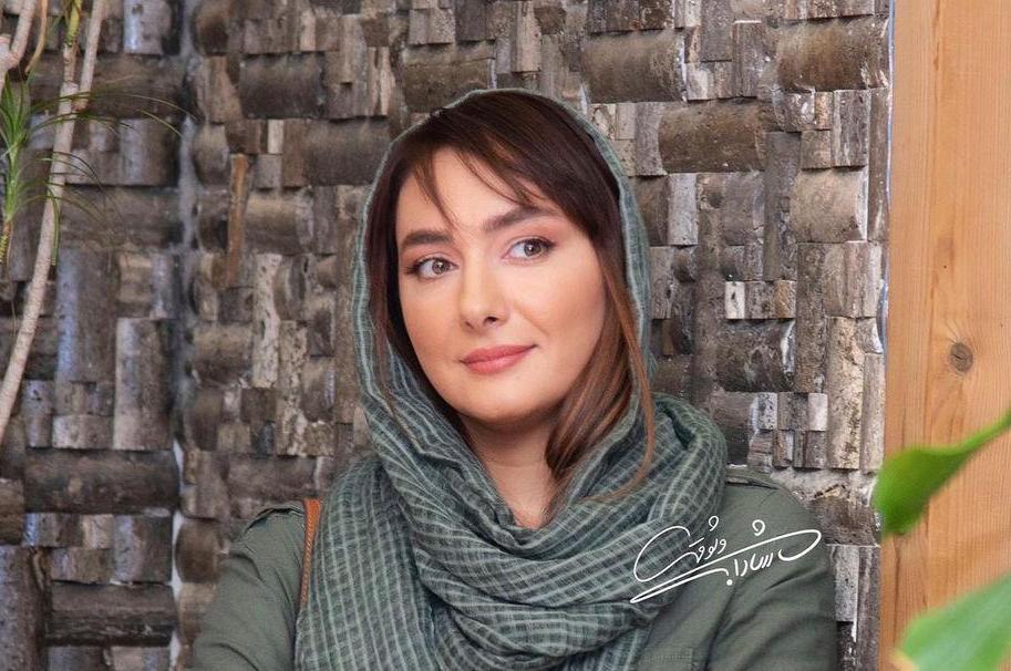 ژست هانیه توسلی در مقابل دوربین عکاس + عکس