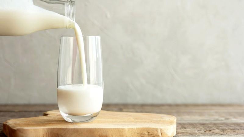 همراه شیر به این خوراکی ها لب نزنید