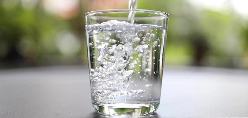 با فوایدباورنکردنی نوشیدن آب گرم آشنا شوید