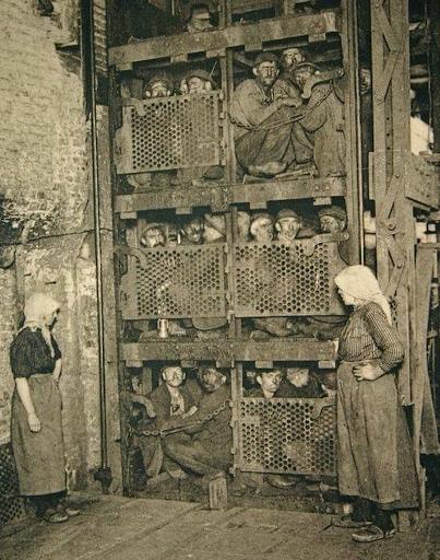 تصویری متفاوت از آسانسور کارگران معدن در بلژیک! + عکس