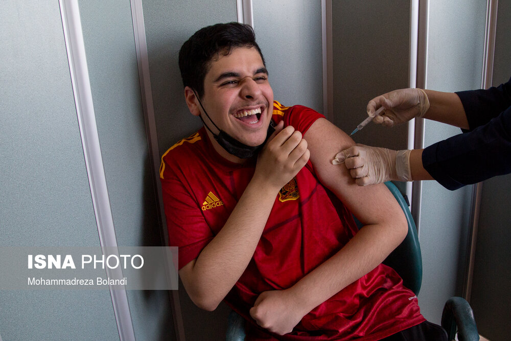 تزریق واکسن کرونا به بیماران اوتیسم + عکس