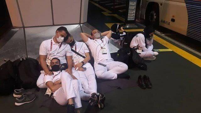 خوابیدن کاروان خسته ایران روی زمین فرودگاه توکیو + عکس