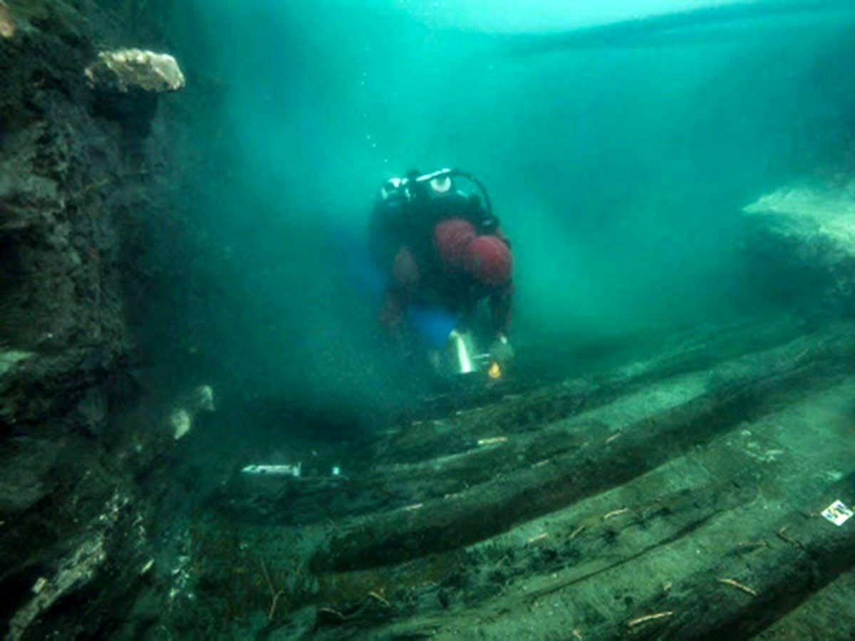 کشف یک گورستان باستانی مدفون زیر آب در مصر +عکس