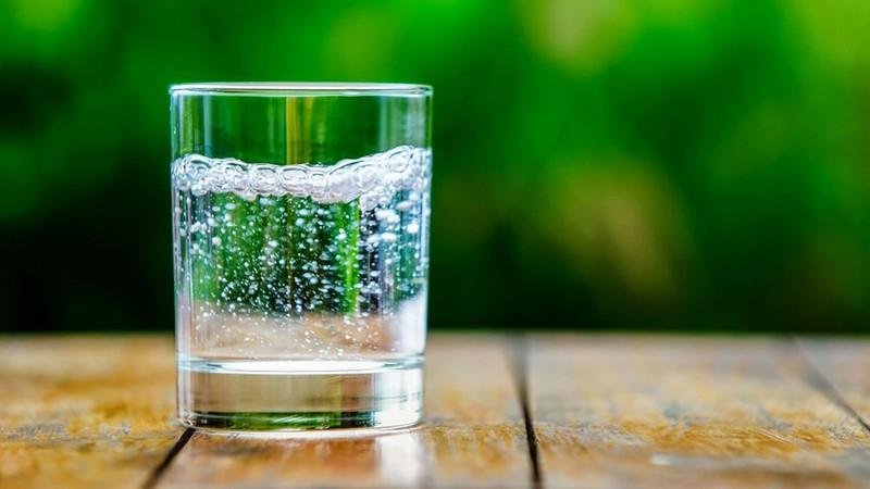 اختصاصی/ خواص آب گازدار بیشتر است یا مضرات آن؟