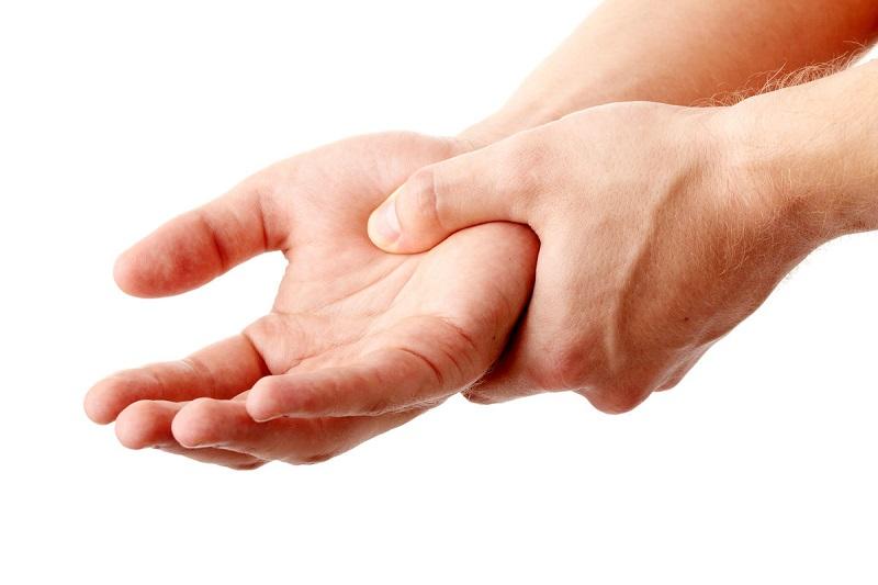 علت خواب رفتگی دستها در شب چیست؟