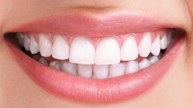 مواد غذایی مفید برای سلامت دهان و دندان را بشناسید
