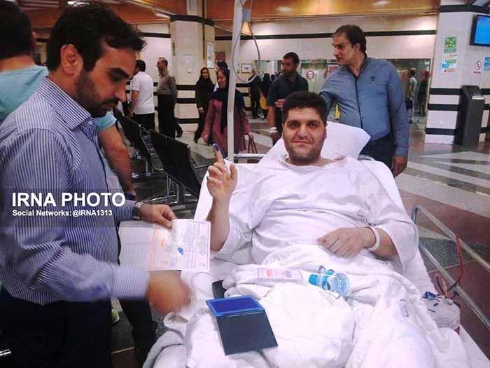 بیماری که با تخت بیمارستان به صف رای گیری رفت! + عکس