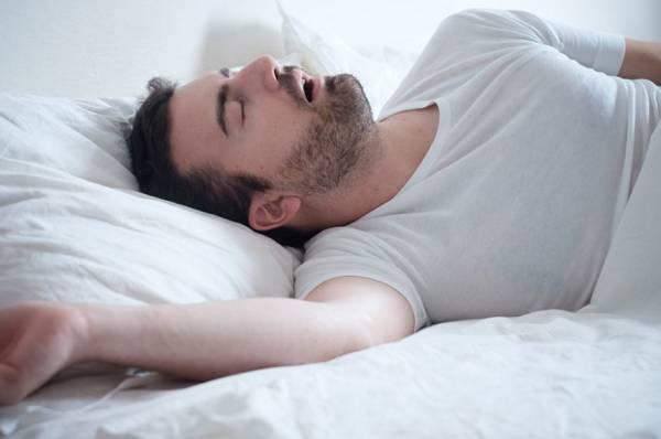 چرا با دهان باز میخوابید؟