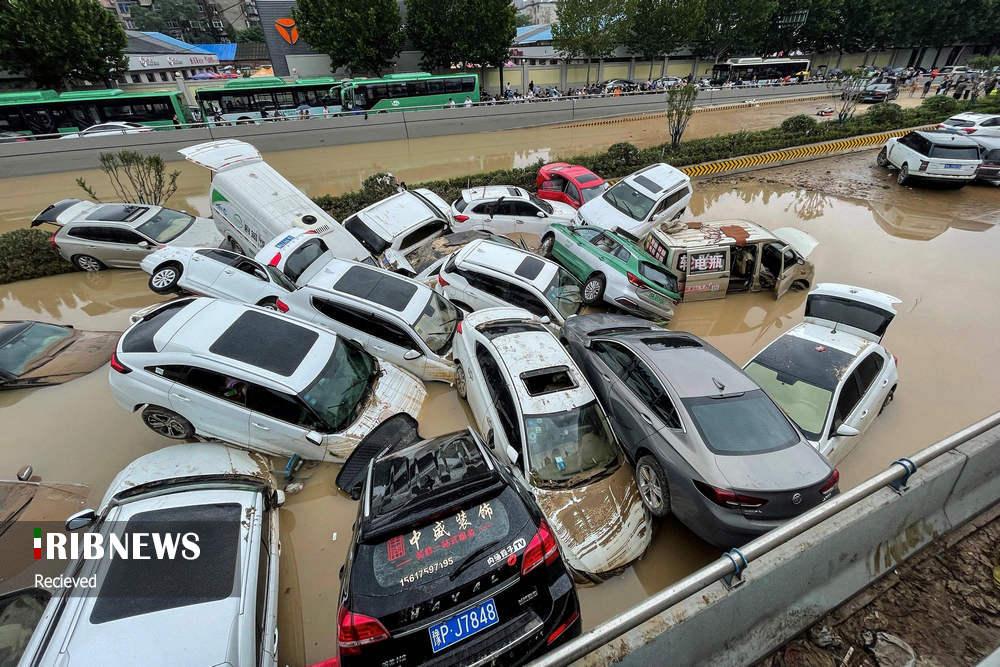تصاویری عجیب از باتلاق خودرو در سیل ویرانگر چین! + عکس