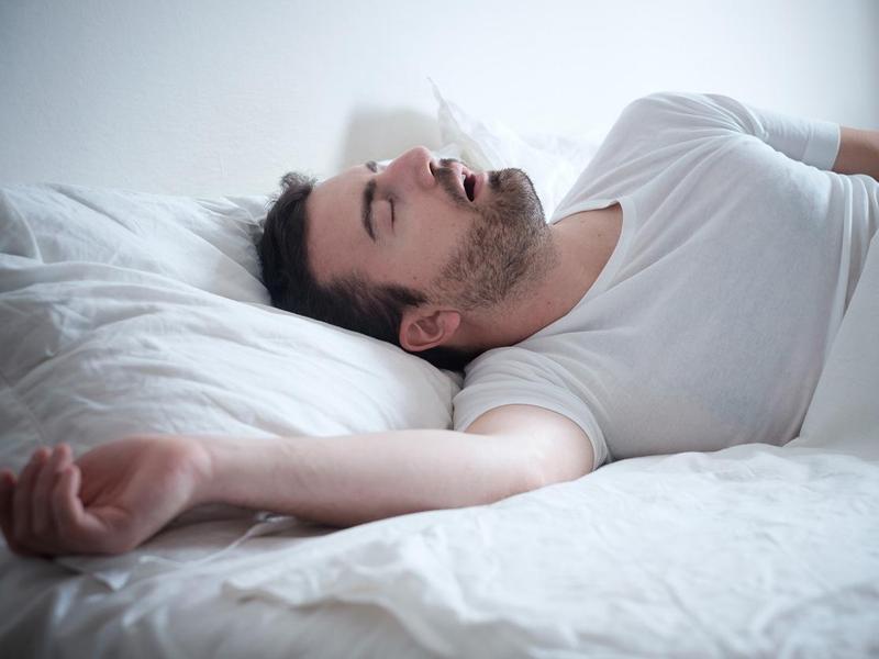 بلایی که آپنه خواب سر بدنتان می آورد
