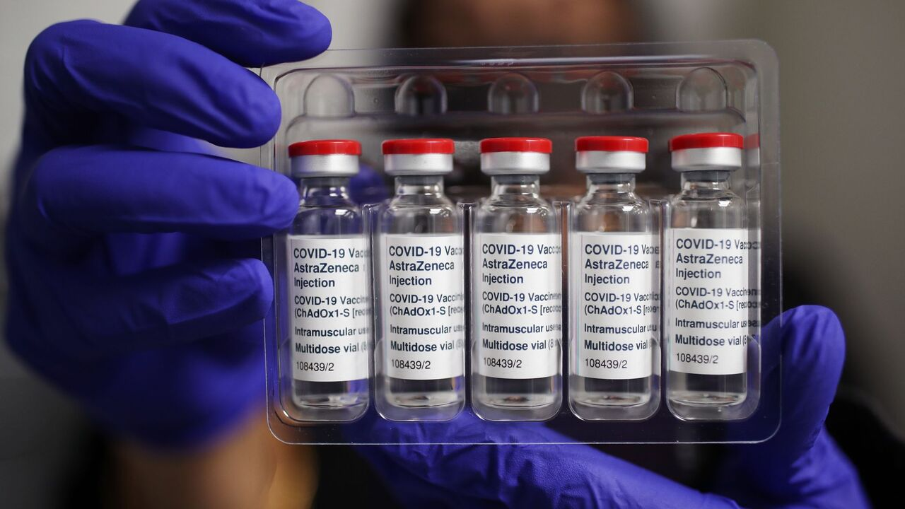 تحویل دهمین محموله واکسن کرونا توسط هلال احمر به وزارت بهداشت