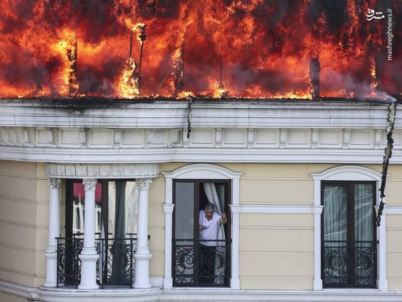آتش گرفتن سقف یک هتل در محله