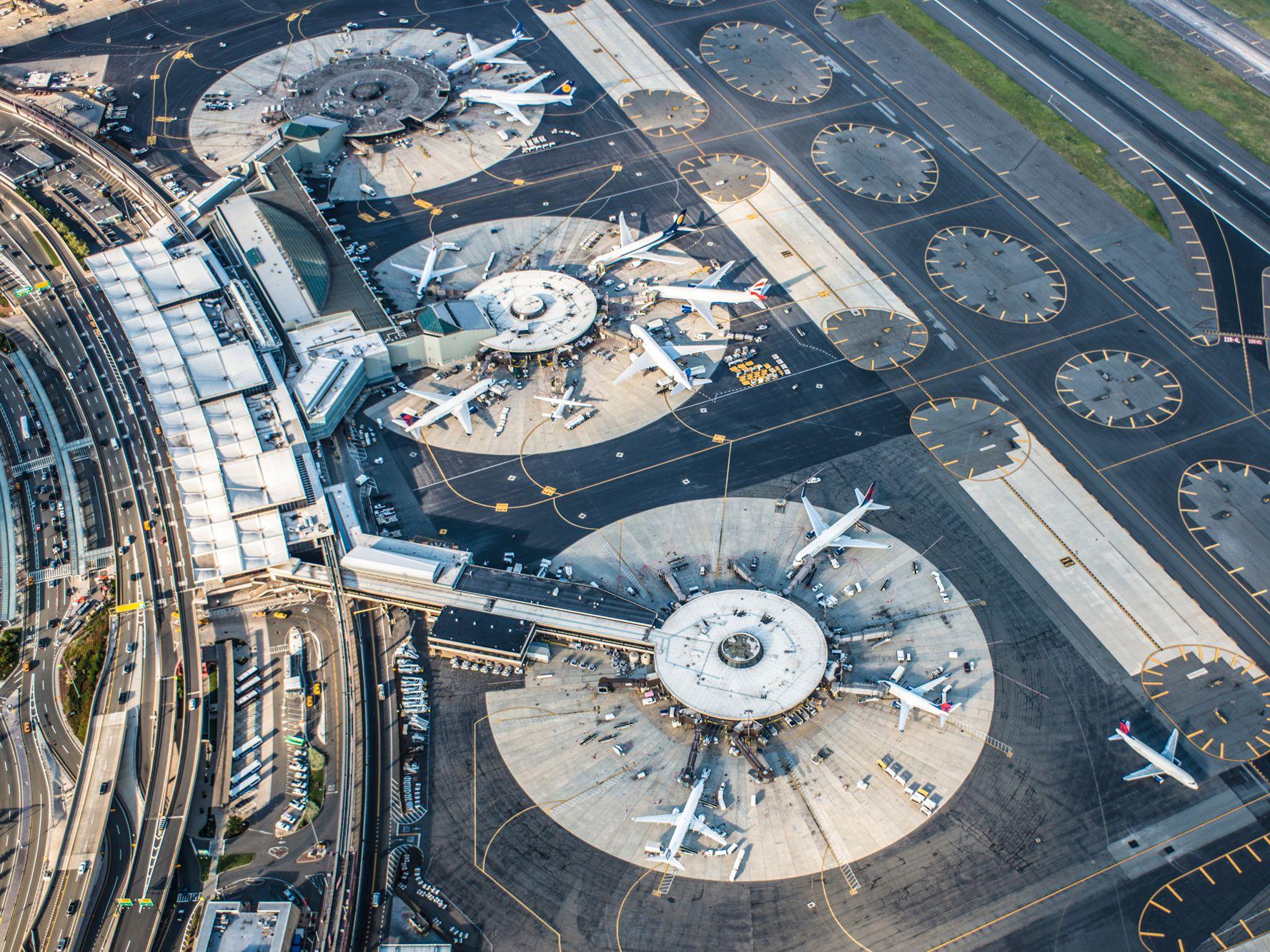 فرودگاه عجیب نیویورک در آمریکا + عکس