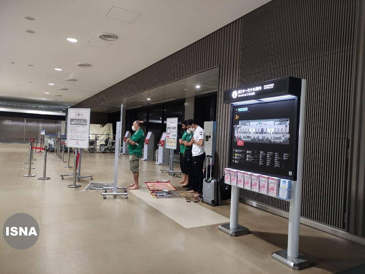 حرکت زیبای ورزشکاران الجزایری در فرودگاه توکیو + عکس