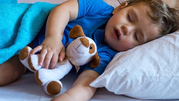 راهکارهایی برای کاهش هذیان گویی کودکان در خواب