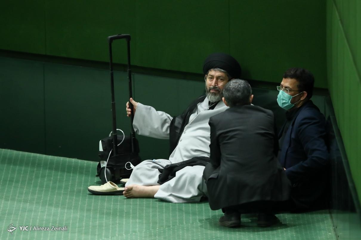 استراحت نمایندگان در کنج مجلس! + عکس