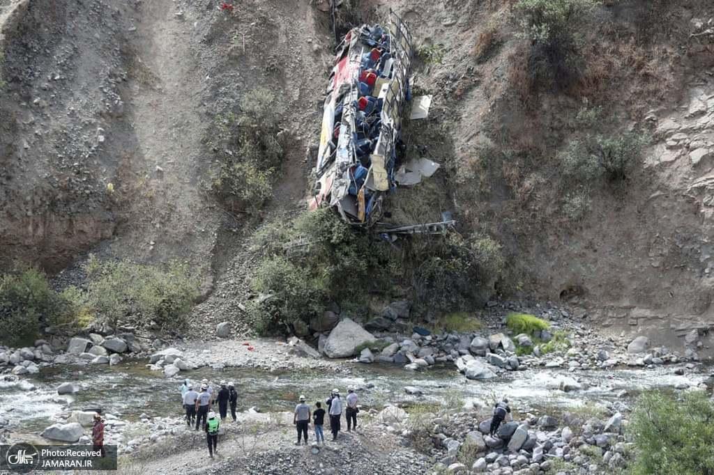 سقوط وحشتناک یک اتوبوس به دره در پرو + عکس
