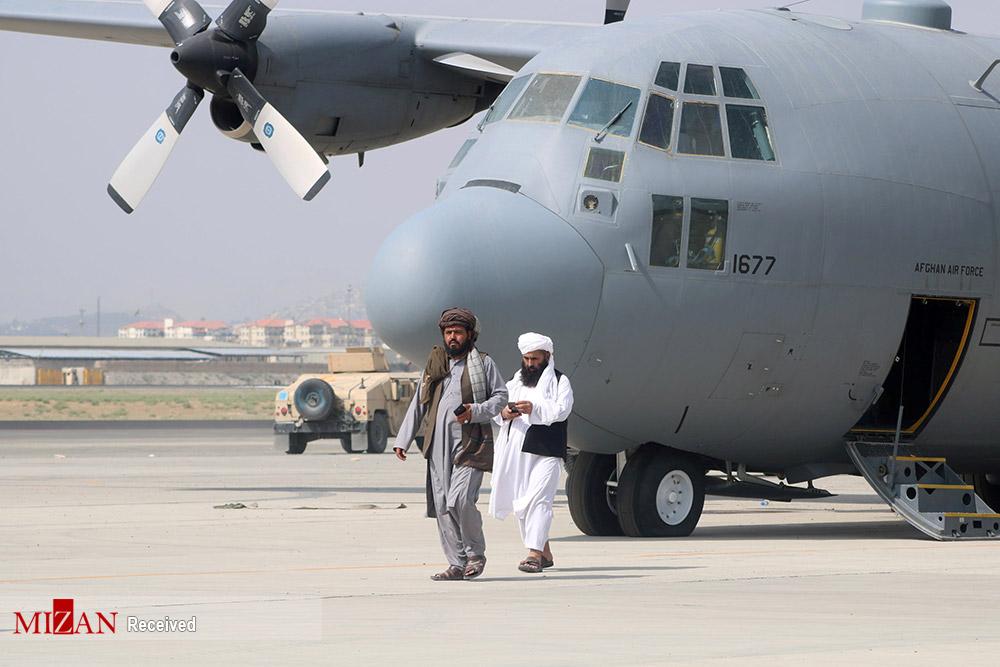 تسخیر فرودگاه کابل توسط طالبان + عکس