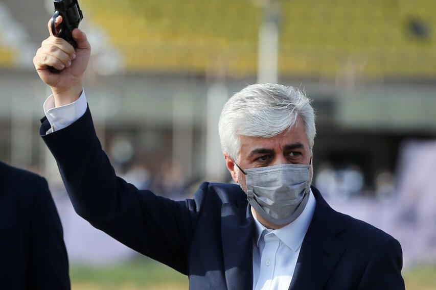 ژست خاص وزیر ورزش در بازدید از مجموعه دومیدانی آفتاب انقلاب + عکس
