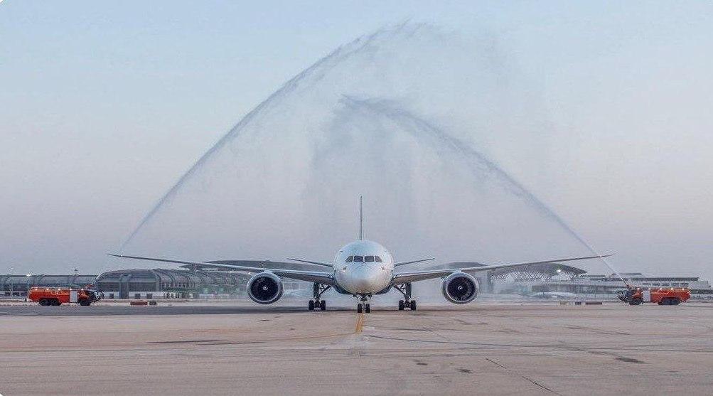 استقبال از هواپیمای تیم ملی عمان پس از برد ژاپن! + عکس