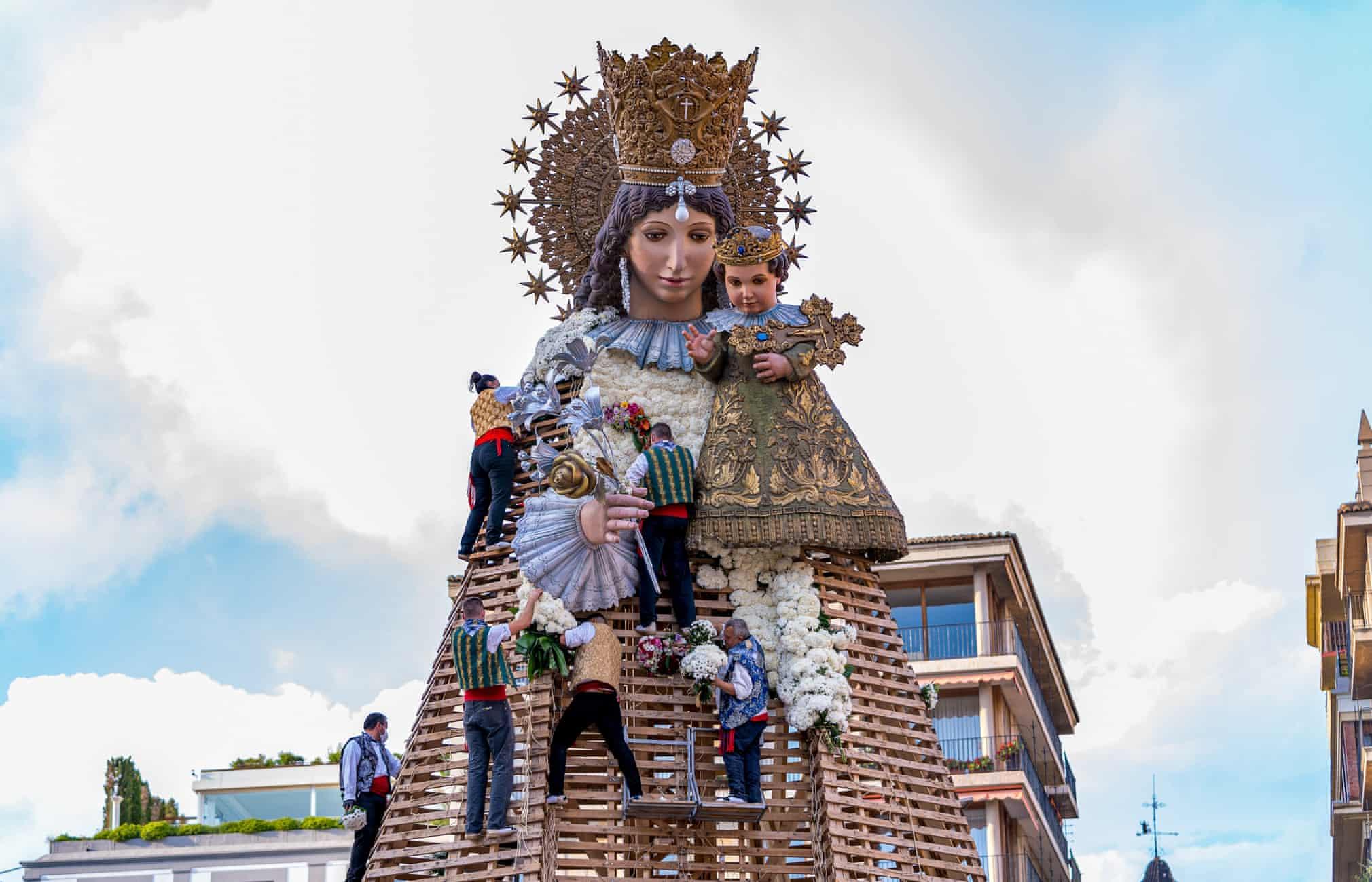 مجسمه مریم مقدس در اسپانیا + عکس