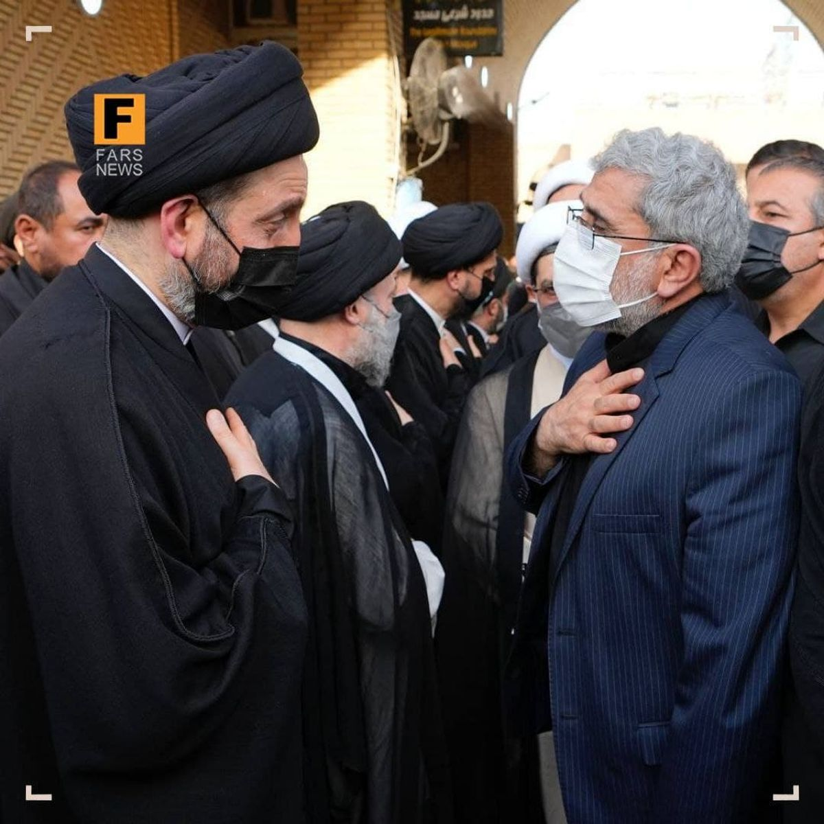 سردار قاآنی و عمار حکیم در مراسم ترحیم آیتالله حکیم در نجف اشرف +عکس