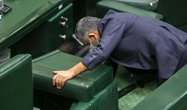 حرکت جالب نمایندگان در صحن علنی مجلس خبرساز شد+عکس