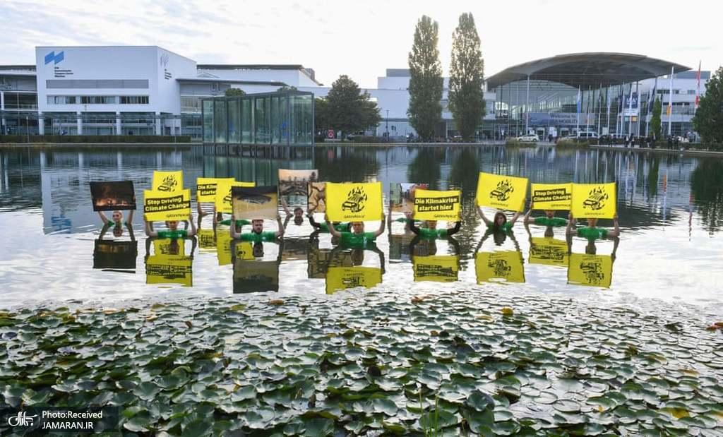 اعتراض فعالان صلح سبز در ورودی نمایشگاه بین المللی خودرو + عکس