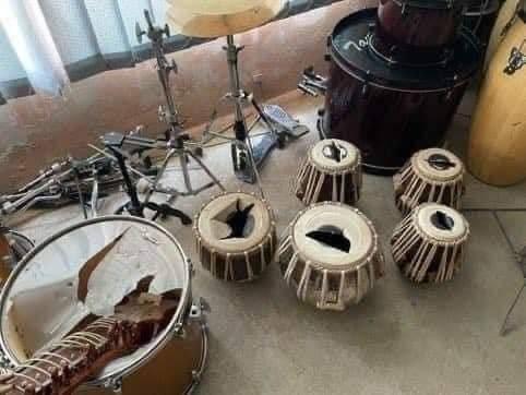 تخریب سازهای موسیقی افغانستان به دست طالبان + عکس