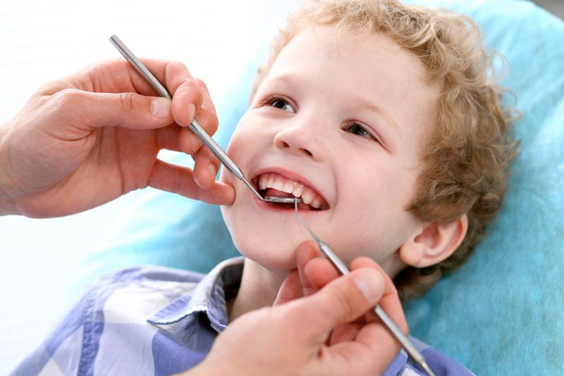 عواقب صدمه دیدن دندان شیری
