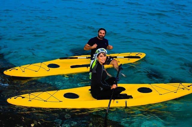 قایق سواری بابک جهانبخش و همسرش در کیش + عکس
