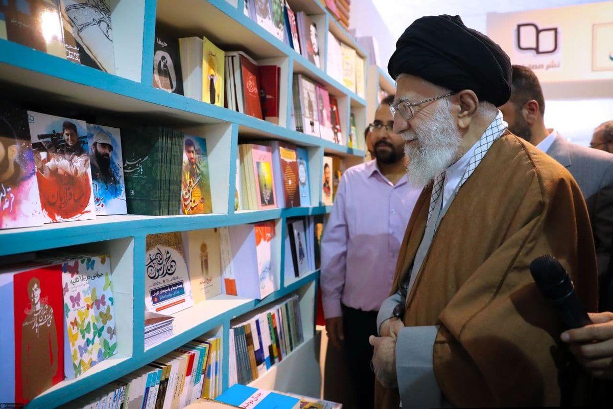 رهبر انقلاب در نمایشگاه کتاب+ عکس