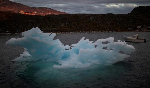 آب شدن یخ های قطبی در گرینلند + عکس