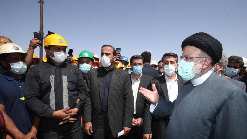 بازدید رئیس جمهور از معدن زغال سنگ پروده طبس+ عکس