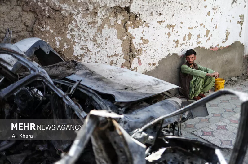 نگاه مبهوت به خانه همسایه ای که توسط آمریکا ویران شد + عکس