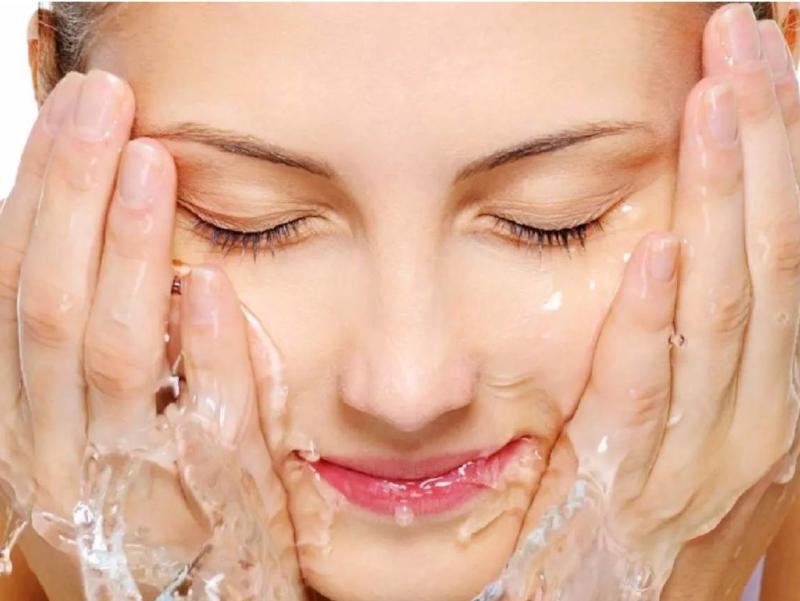 اگر پوست چرب دارید صورتتان را با آب و نمک بشویید