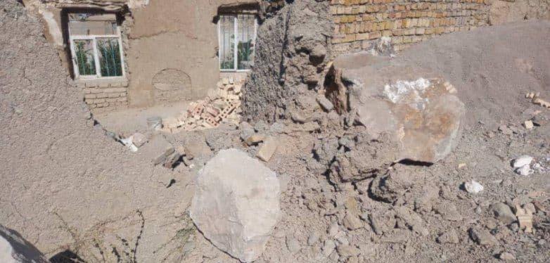 ریزش سنگ روستای در قوچان در پی زلزله صبح امروز + عکس
